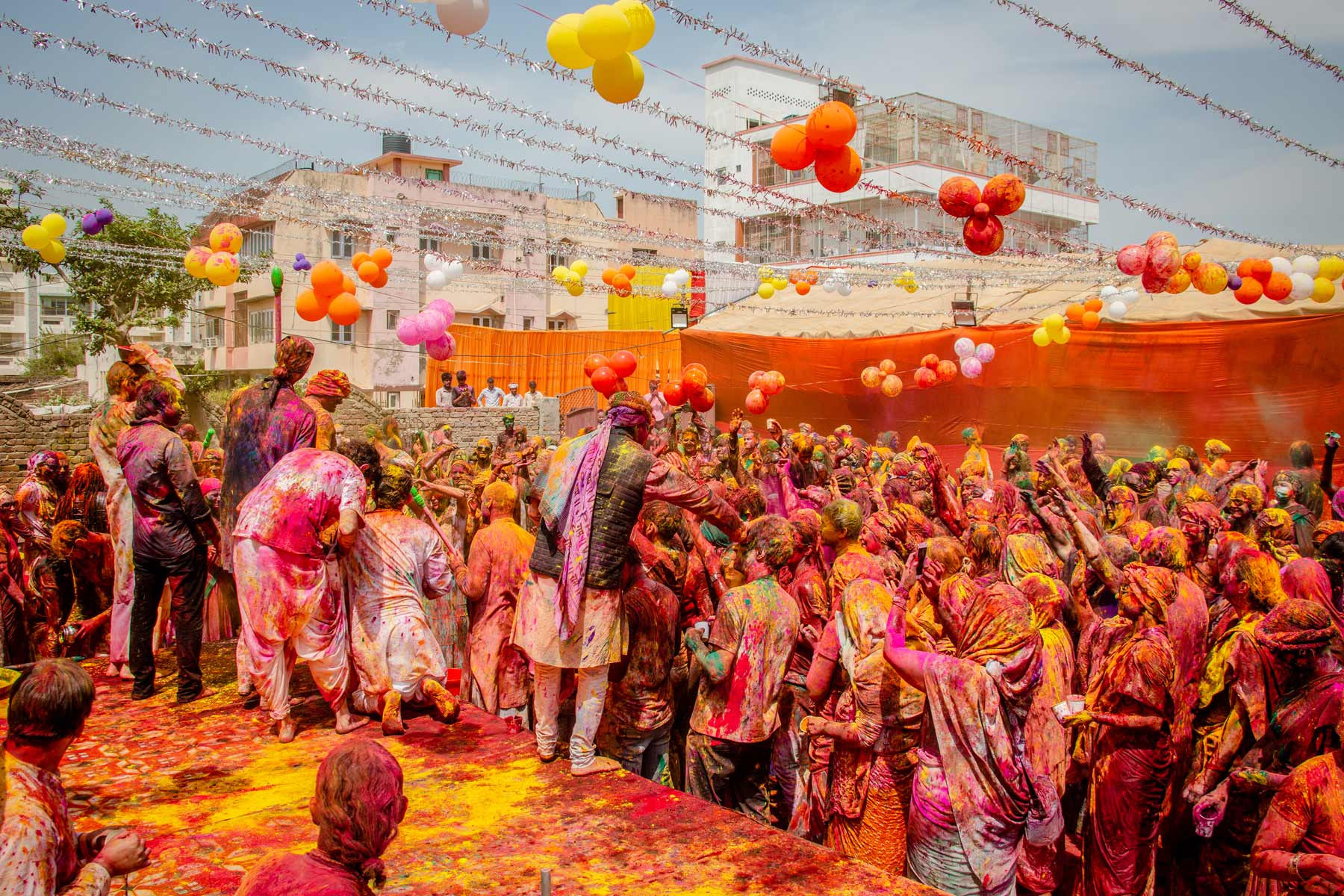 holi-celebrations-with-paramahamsa-vishwananda