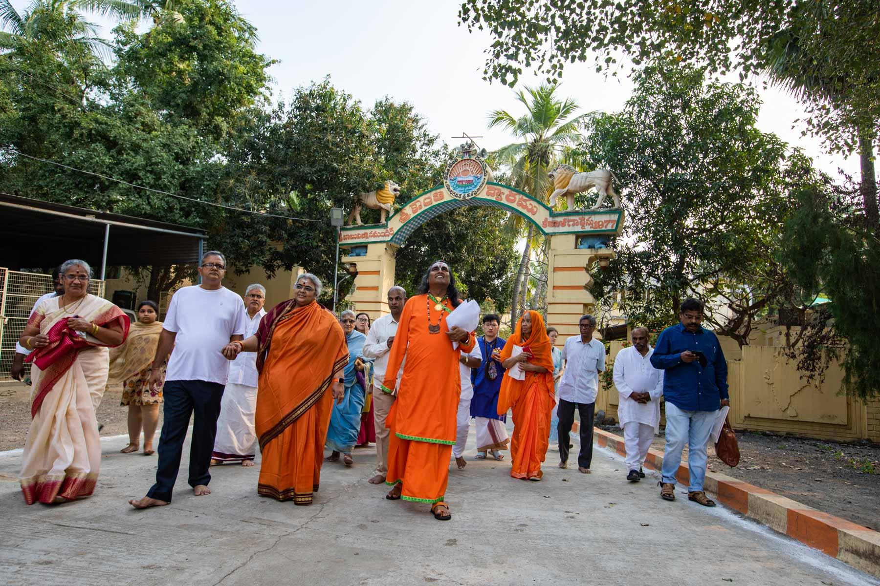 paramahamsa-vishwananda-guides-spiritual-seekers
