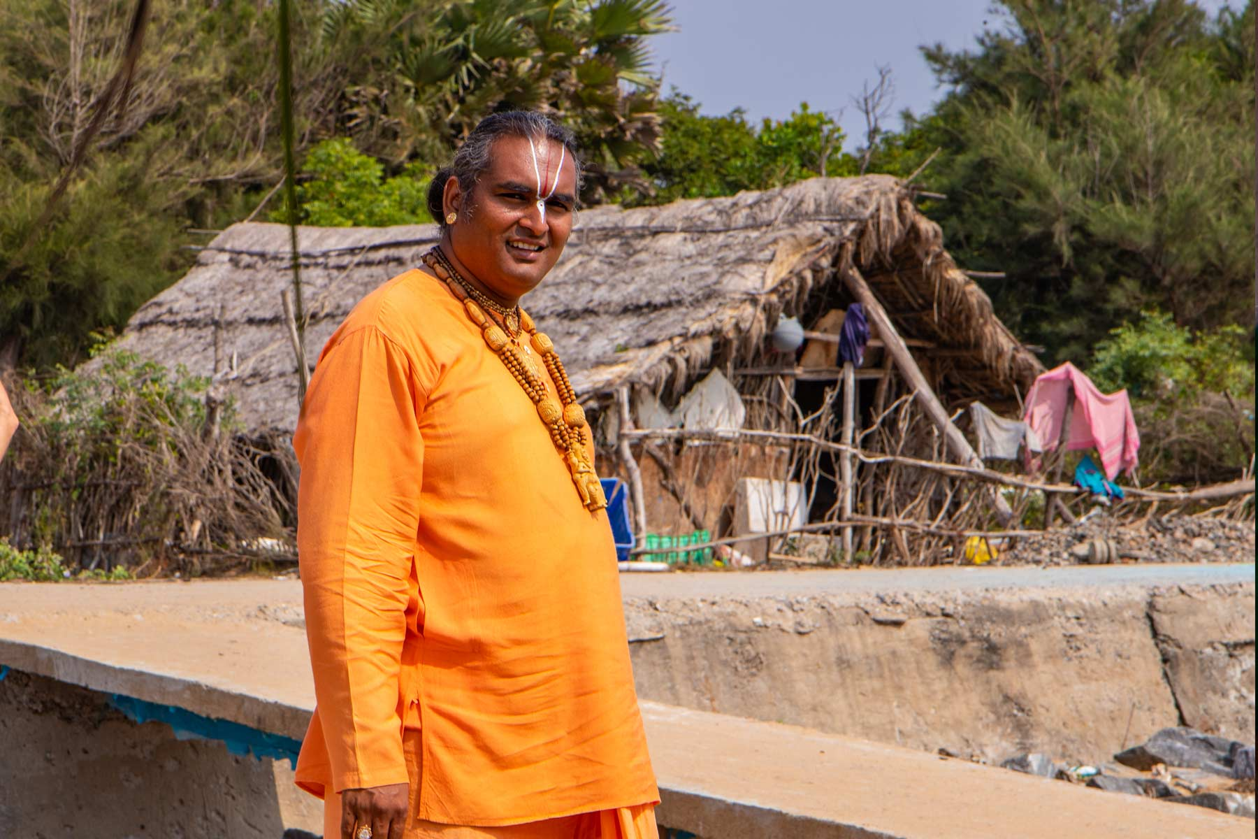 paramahamsa-vishwananda-on-the-shore
