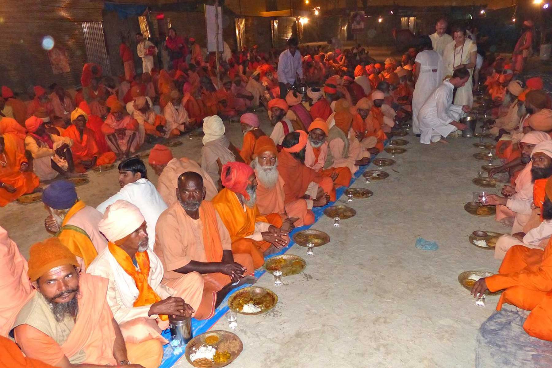 priests-and-sadhus-eating-dinner-during-kumbh-mela
