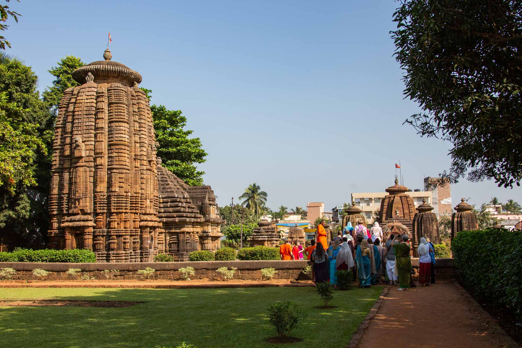 visiting-temples-in-bhubaneshwar